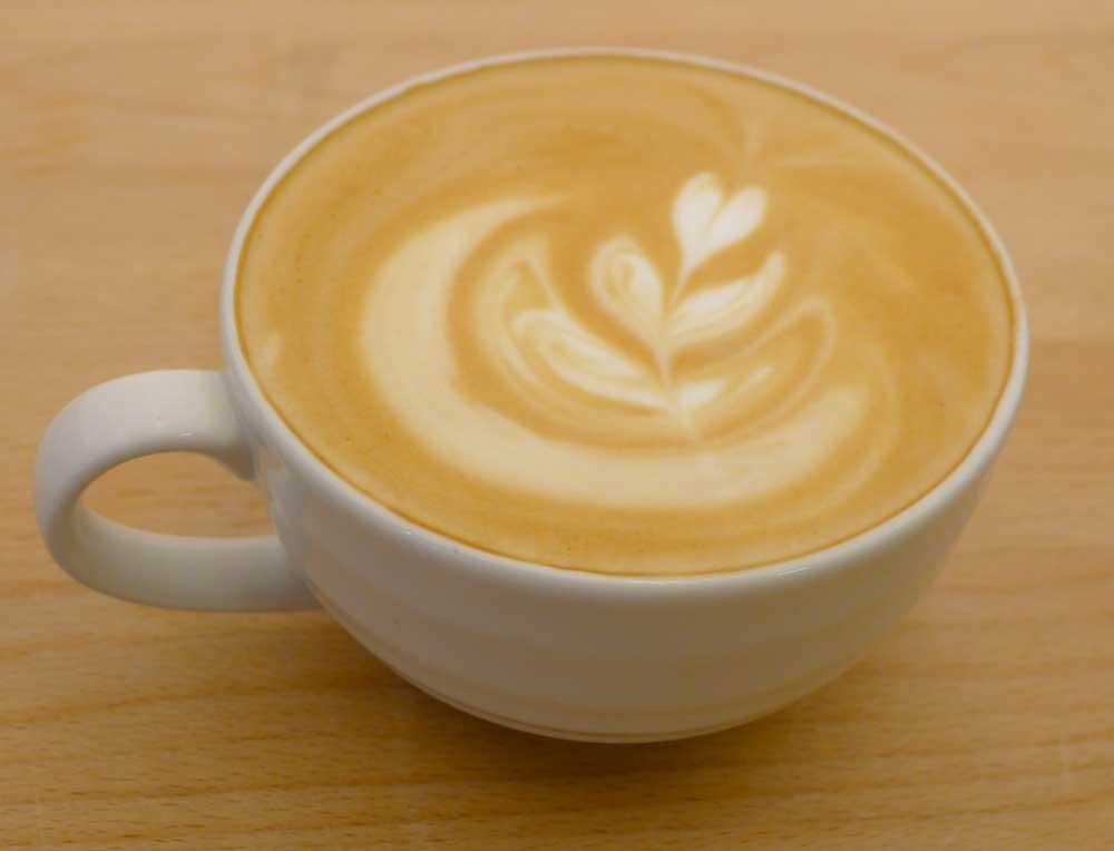 kaffedrikker med melk caff latte caf au lait cappuccino og cortado. Black Bedroom Furniture Sets. Home Design Ideas