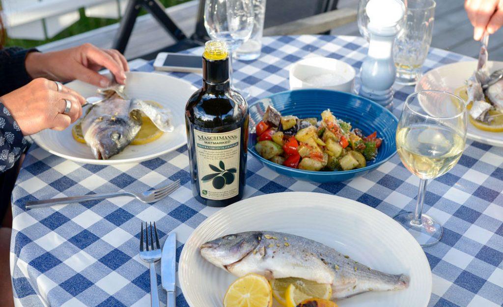 Grillet fisk med friterte grønnsaker