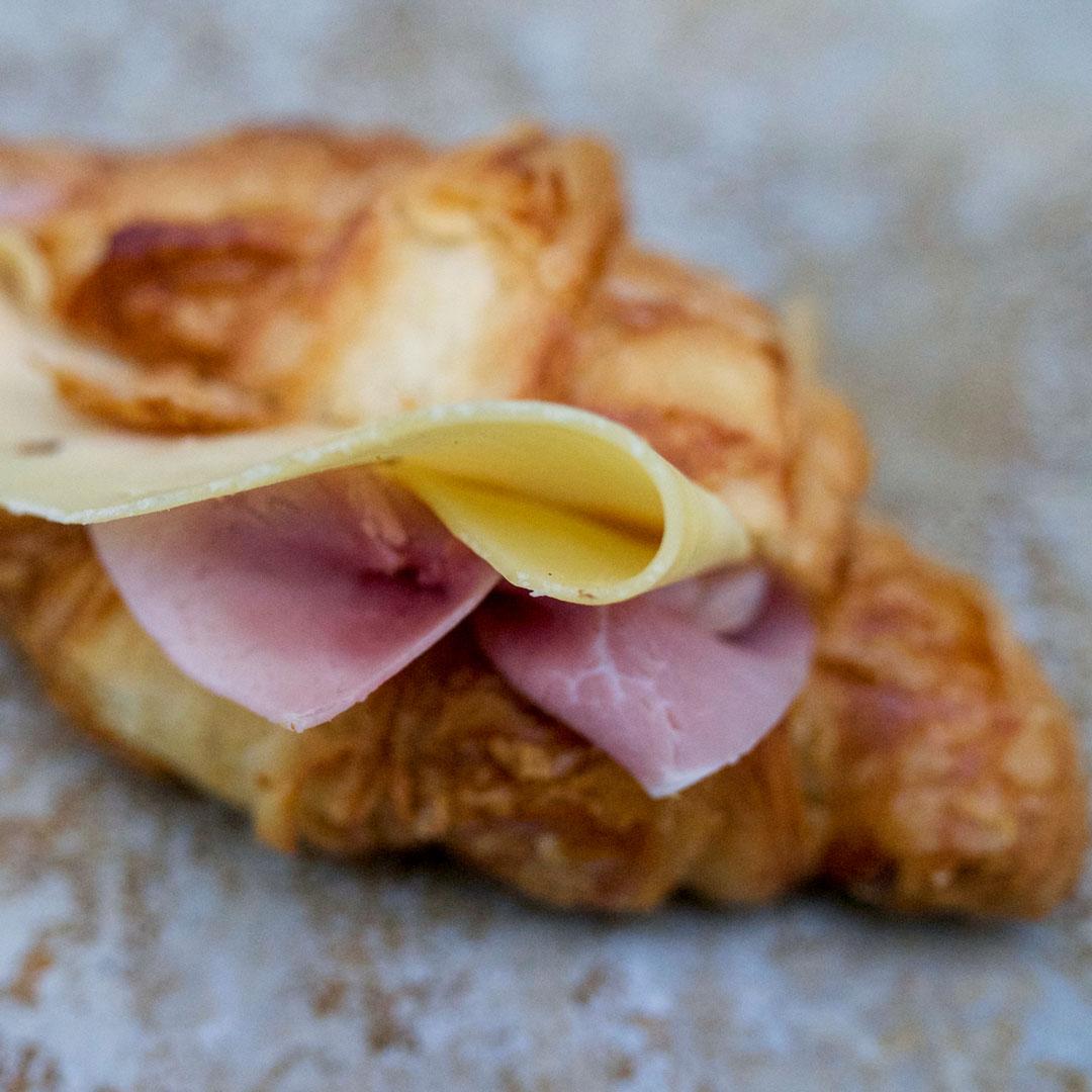 Croissant sandwich fra Maschmanns Bakeri