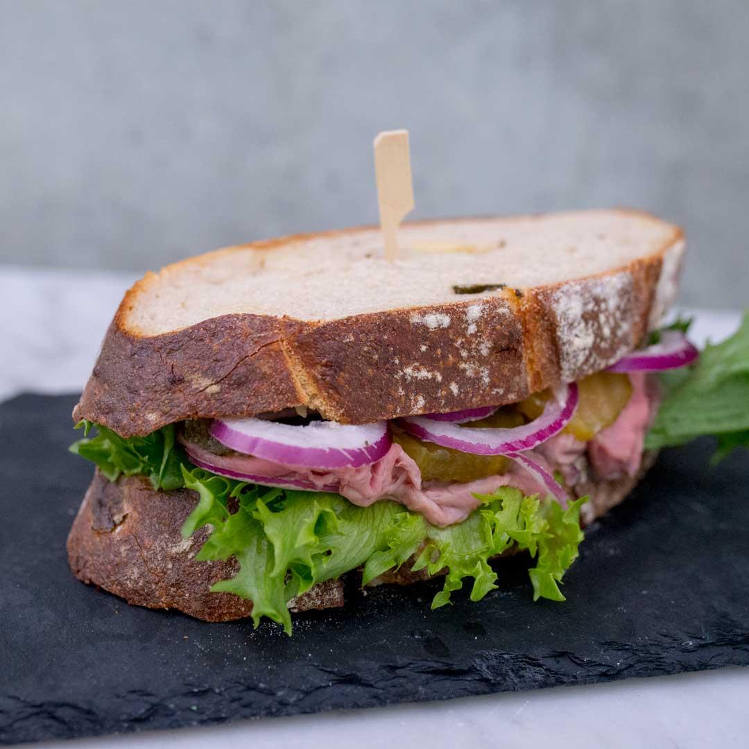 roast beef sandwich fra Maschmanns Bakeri