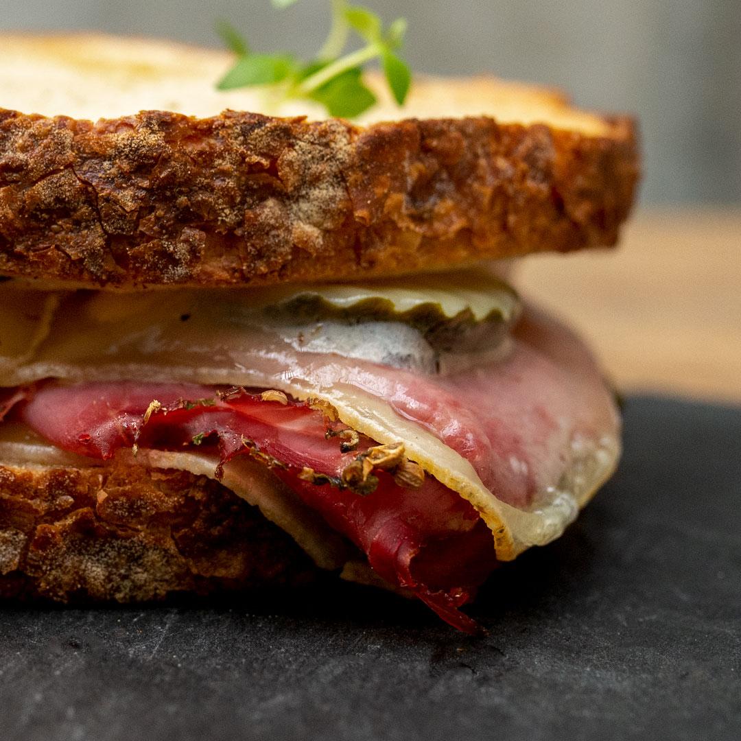 Pastrami Sandwich fra Maschmanns Bakeri