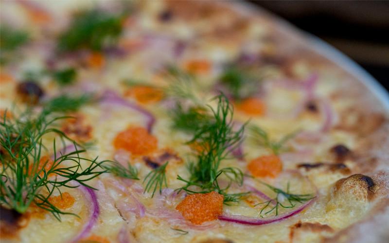 Take away pizza fra Maschmanns Bakeri på Skøyen i Oslo