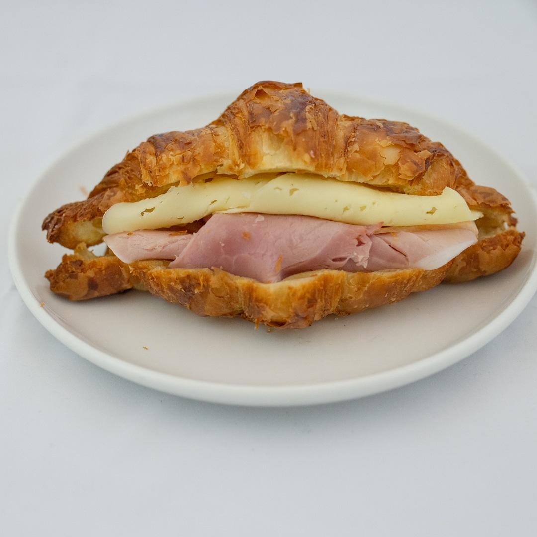 Croissant med ost og skinke fra Maschmanns